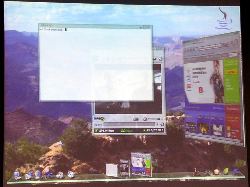 Project Looking Glassのデスクトップ。ウィンドウに奥行きがあるほか、半透明にもなる